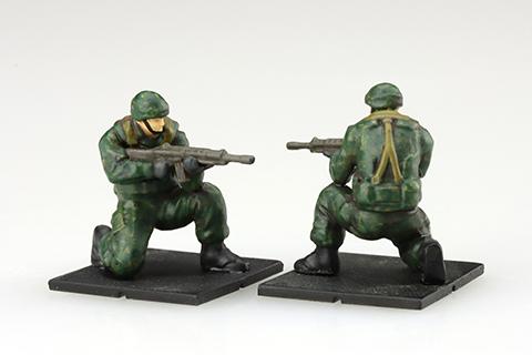 小銃携行姿勢は片膝立ち姿勢・走行姿勢から選択可能
